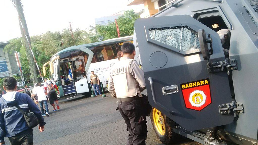 Usai Bertanding Polisi Antar Persija Pulang Sampai Perbatasan Jakarta