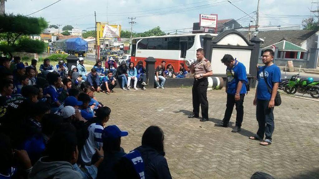 Begini Pengawalan Polisi untuk Suporter Persib dari Karawang Hingga ke Bandung