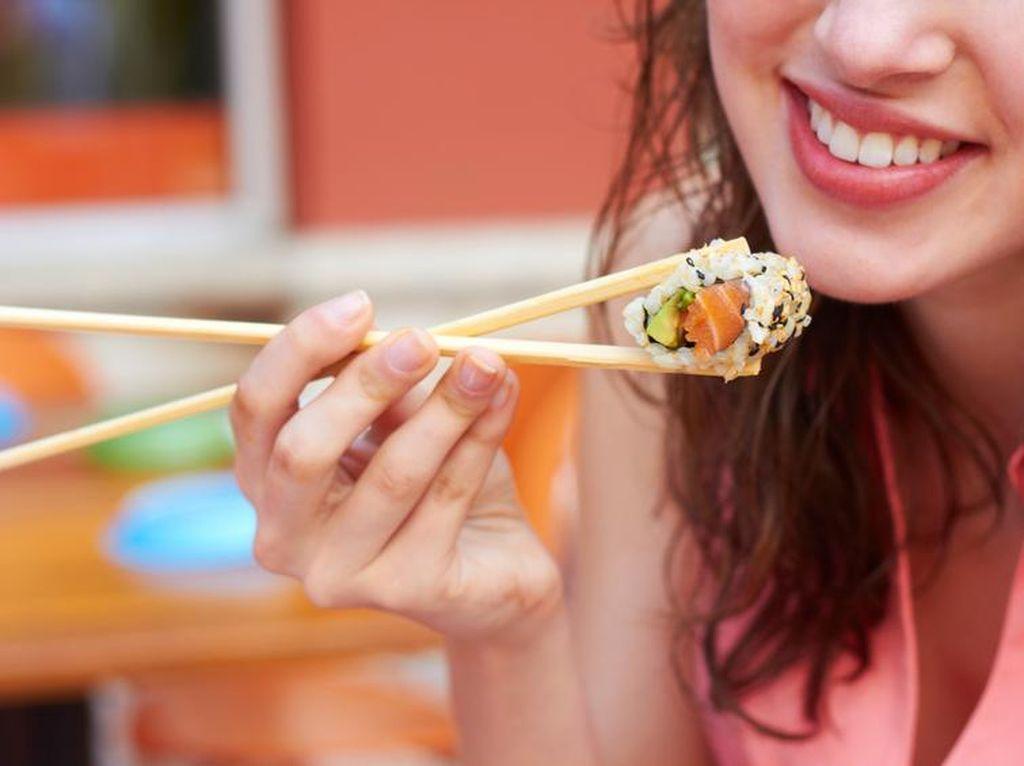Pencinta Sushi, Ini Fakta dari 10 Mitos Sushi yang Masih Dipercaya (2)