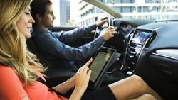 6 Fungsi Telepon Pintar di Mobil Anda