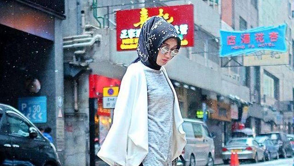 Bukan Skinny Jeans, Ini 4 Tipe Celana Jeans yang Cocok untuk Hijabers