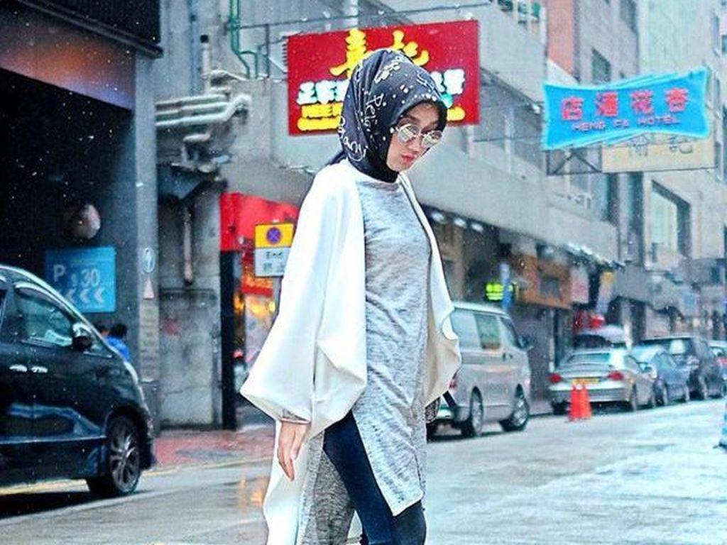 Foto: Cara Dian Pelangi & Selebgram Hijab Tampil Stylish Pakai Celana Cutbray
