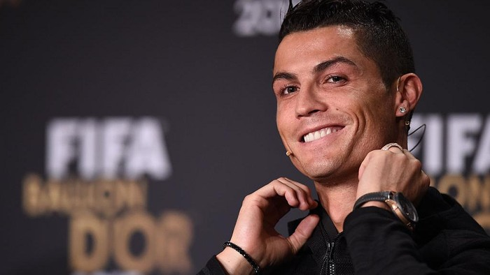 ZURICH, SWITZERLAND - JANUARY 11:  Cristiano Ronaldo of Portugal and Real Madrid speaks to the media during a press conference prior to the FIFA Ballon dOr Gala 2015 at the Kongresshaus on January 11, 2016 in Zurich, Switzerland.  (Photo by Matthias Hangst/Getty Images)