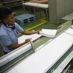 Pemerintah Bangkitkan Kembali Kertas Kraft Aceh yang Mati Suri