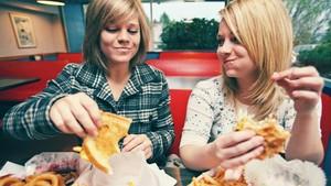Selalu Ingin Tambah Saat Makan <I>Fast Food</I>, Ini Penyebabnya