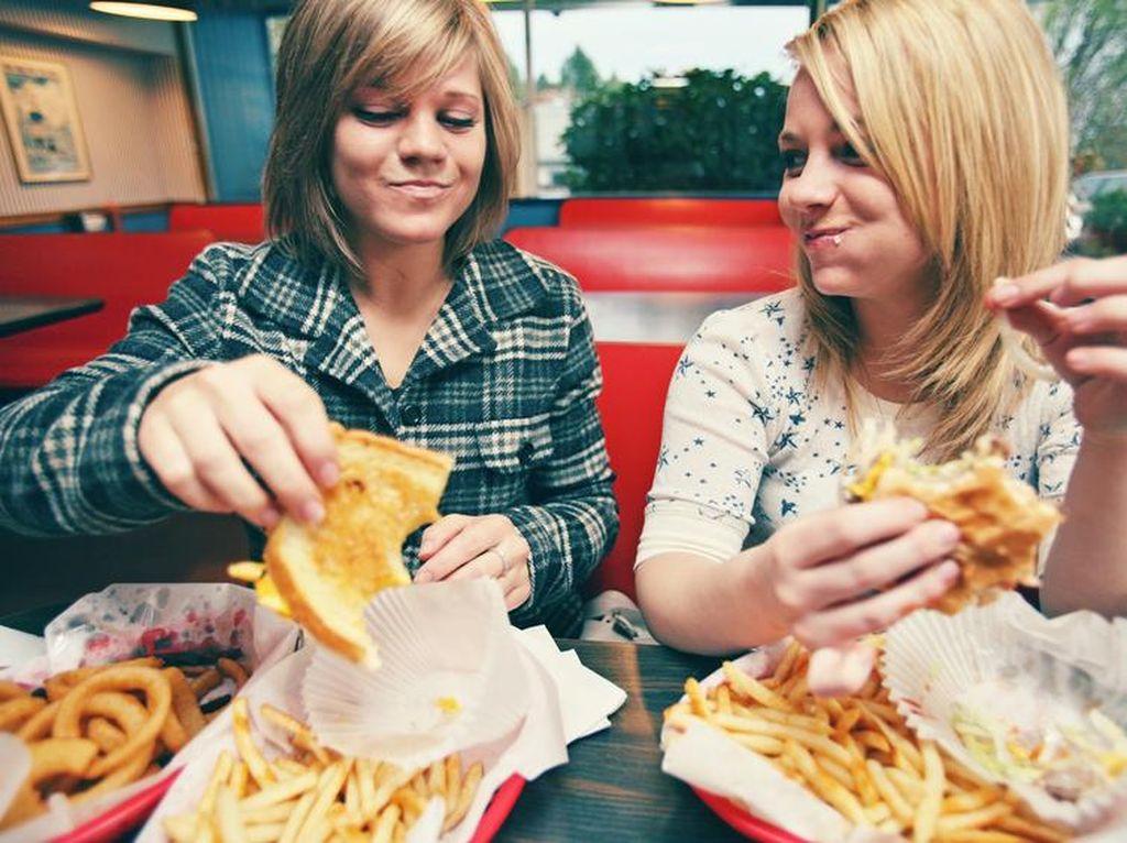 Selalu Ingin Tambah Saat Makan Fast Food, Ini Penyebabnya