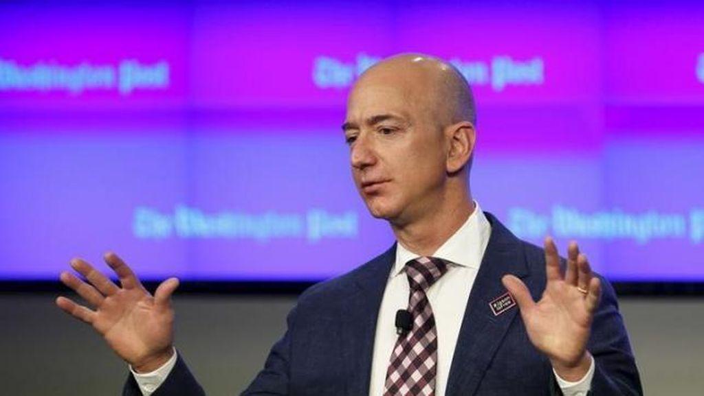 Pernah Mau Kirim Trump ke Angkasa, Bos Amazon Kini Tobat