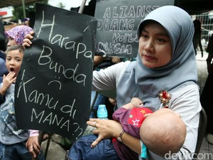 Ortu Korban Vaksin Palsu Demo di RS Harapan Bunda