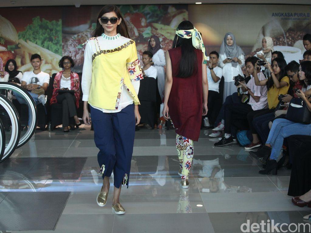 Mel Ahyar Tampilkan Koleksi Terbaru Happa di Eskalator Bandara Soekarno Hatta