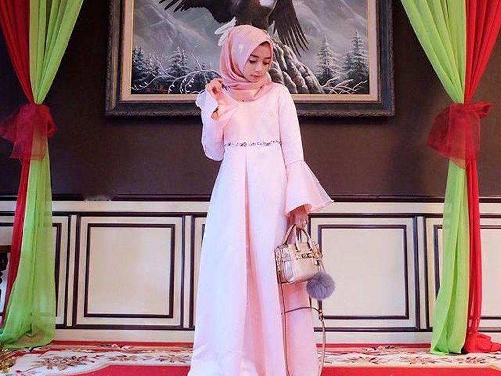 Foto: Tren Busana dengan Lengan Terompet dari Selebgram Hijab Indonesia