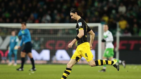 Dortmund Pinjamkan Subotic ke Cologne