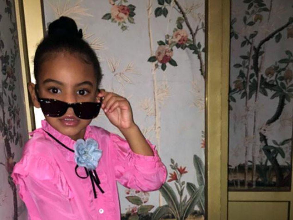 Gaya Ala Model Blue Ivy, Putri Beyonce Berbalut Baju Gucci