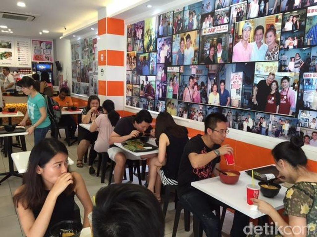 Mencicipi Laksa Terenak di Resto yang Masuk Daftar Michelin Guide Singapura