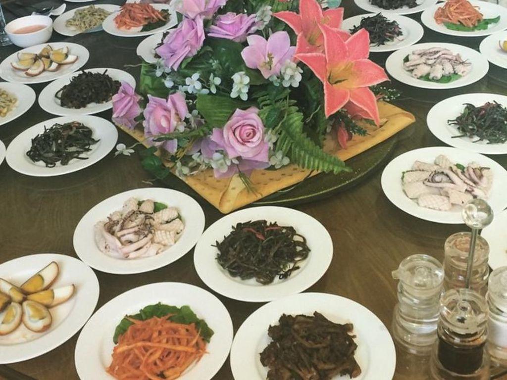 6 Foto Instagram Ini Tunjukkan Makanan Pesawat hingga Pizza di Korea Utara