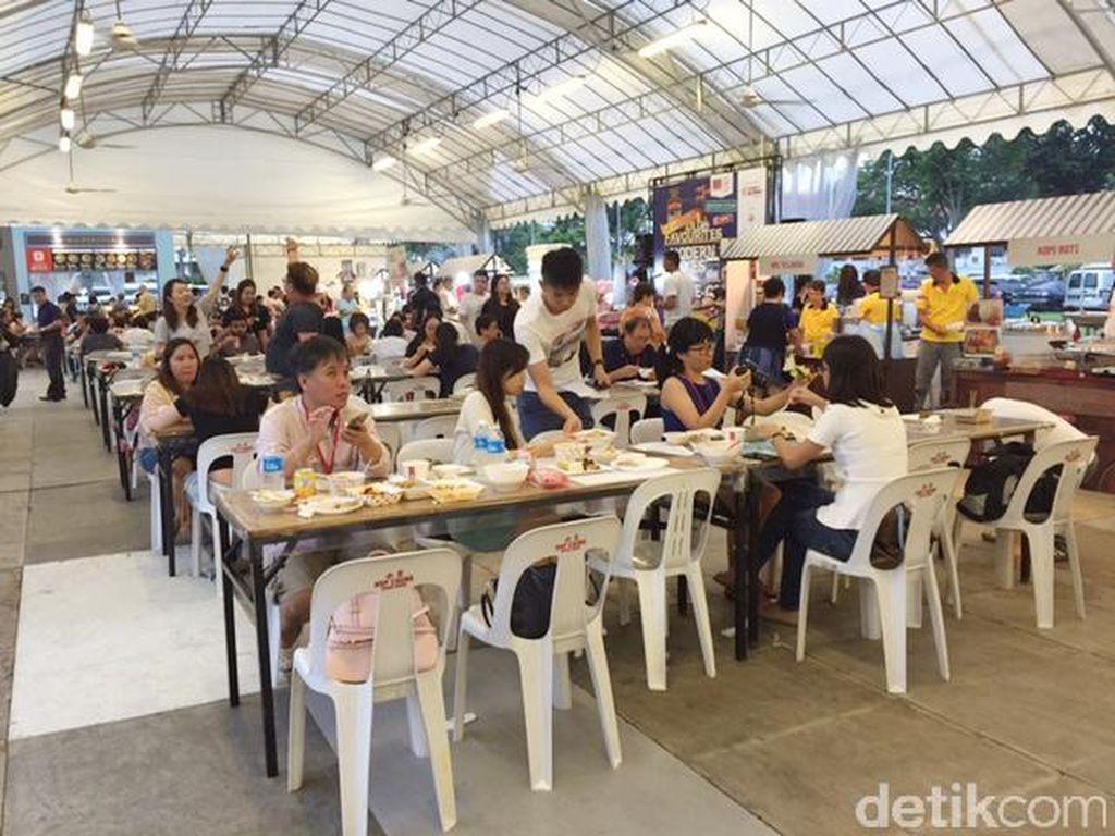 Ada Salted Egg Prata yang Gurih Meleleh di Singapore Favourite Food Village