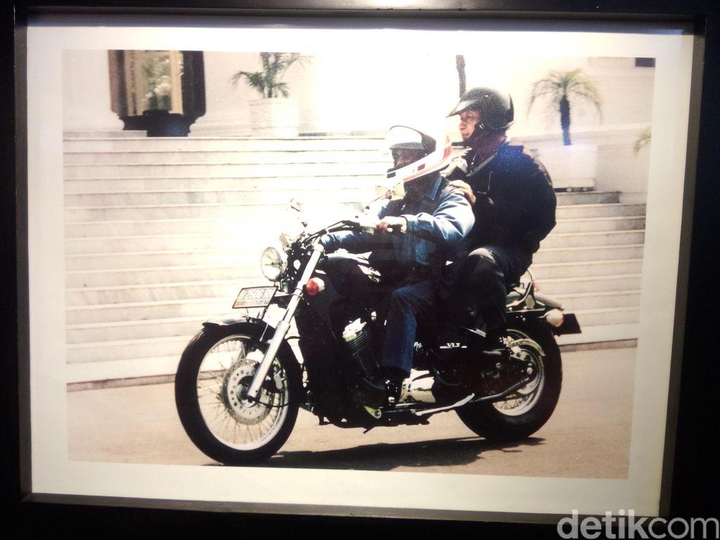 Selain Jokowi, Ini Presiden RI yang Juga Suka Naik Motor
