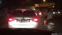 Diguyur Hujan, Sejumlah Ruas Jalan di Ciputat Tergenang dan Macet