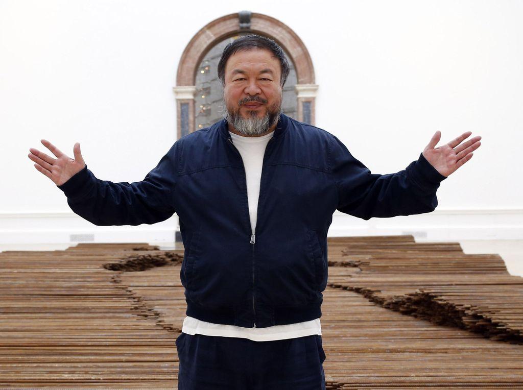 Seniman Ai Weiwei Bangun Proyek Seni Soal Pagar, Sindir Donald Trump?