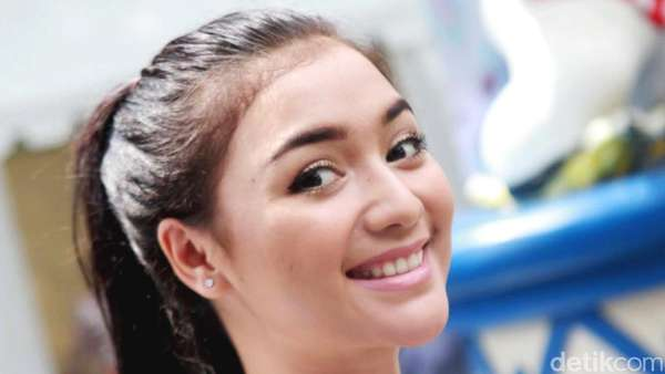Senyum Manis Citra Kirana