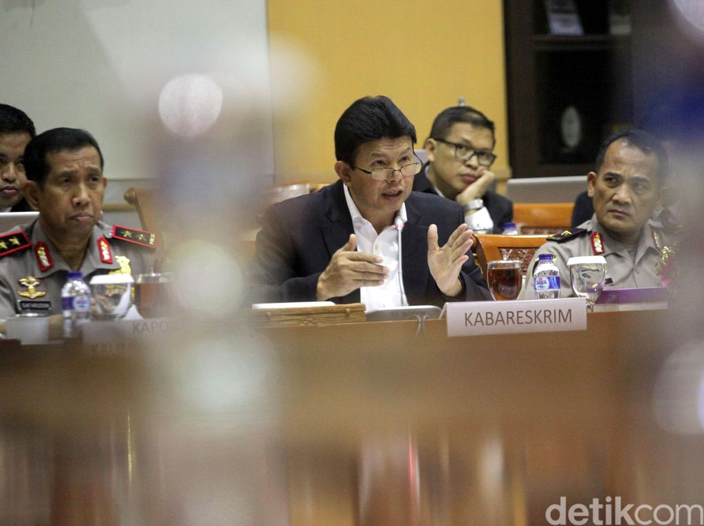 Kabareskrim dan 4 Kapolda Rapat dengan Komisi III