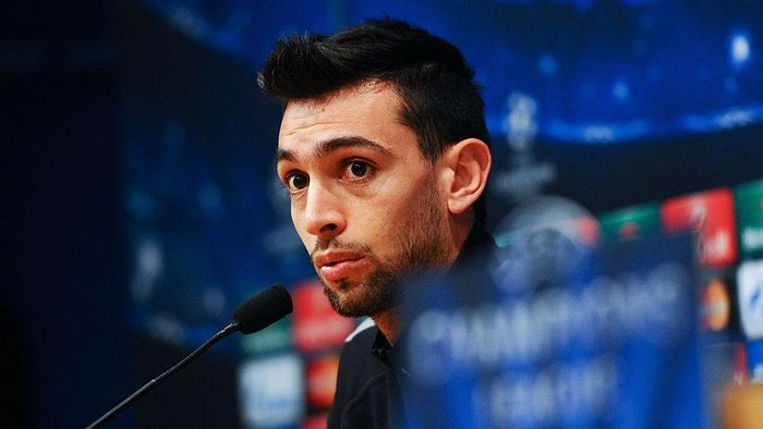 BARCELONA, SPAIN - APRIL 20:  Javier Pastore of Paris Saint-Germain FC faces the media during a press conference ahead of their UEFA Champions League quarter-final second leg match against FC Barcelona at Camp Nou on April 20, 2015 in Barcelona, Spain.  (Photo by David Ramos/Getty Images)
