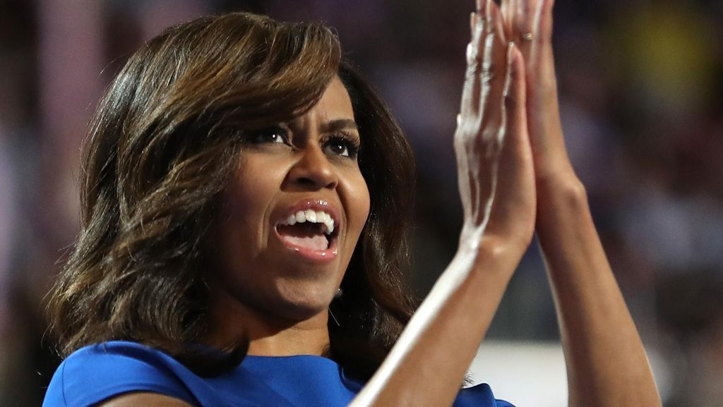 Foto: Gaya Classy & Chic Michelle Obama saat Dukung Hillary Clinton