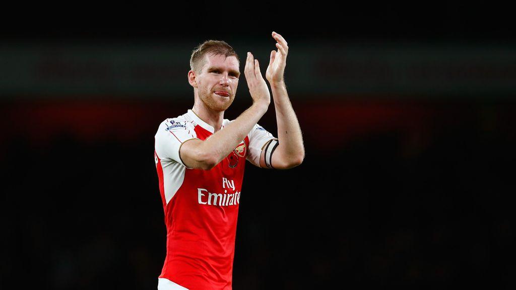Masih Dipercaya Arsenal, Mertesacker Merasa Bangga dan Emosional