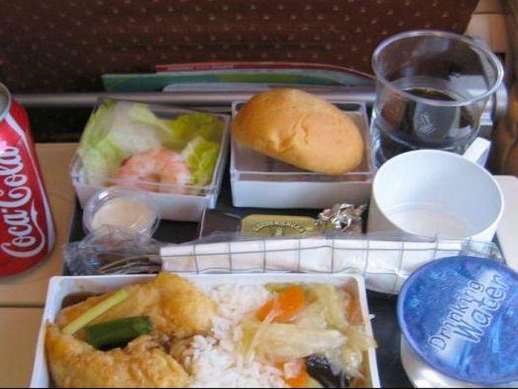 Maskapai Australia Donasikan Makanan di Pesawat yang Tak Dikonsumsi