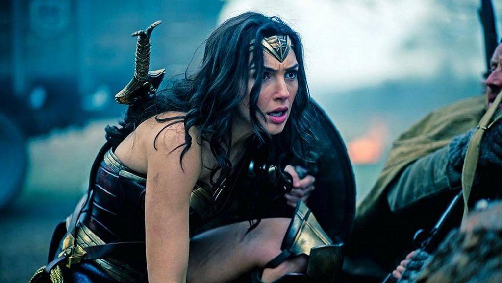 Rilisan Baru Foto Wonder Woman, Gal Gadot Berlari di Tengah Ledakan