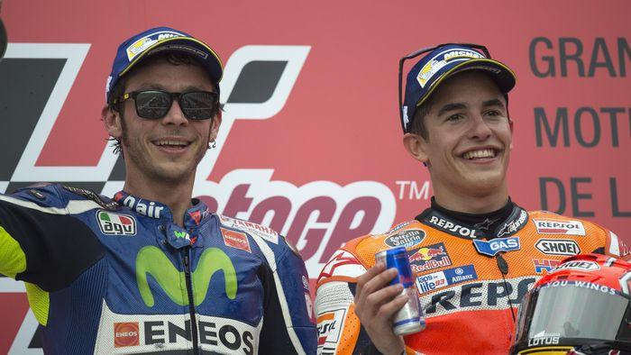 Valentino Rossi dan Marc Marques. (Foto: Mirco Lazzari gp/Getty Images)