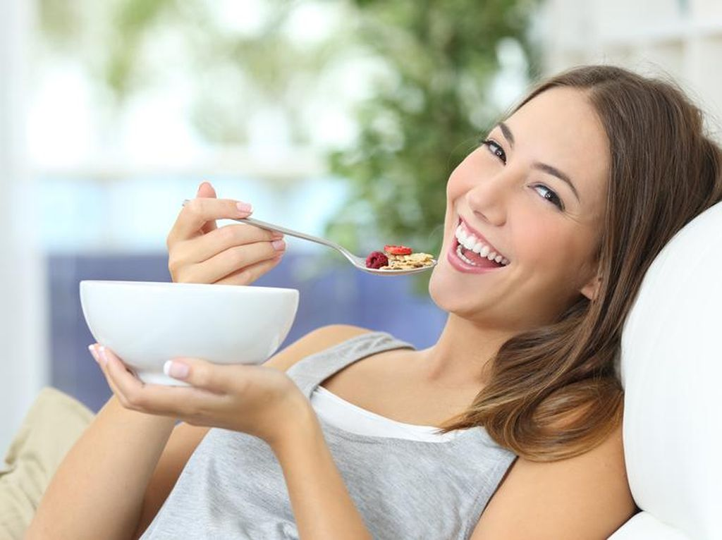 5 Asupan Nutrisi Penting Ini Bisa Bikin Kamu Ceria dan Semangat