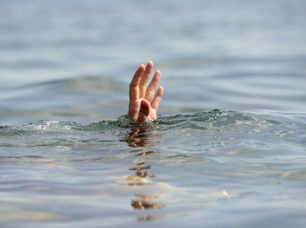 4 Pemancing Terjebak di Pantai Karang Sukabumi, 1 Orang Hilang