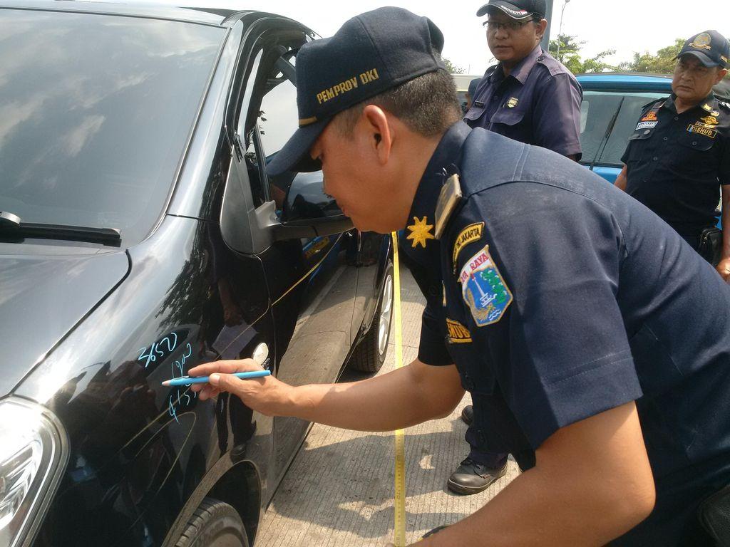 Dishub DKI: Taksi Online Malu Ditempel Stiker Uji KIR