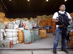 Bea Cukai Sumut Gagalkan Penyelundupan Pakaian Bekas dari Malaysia