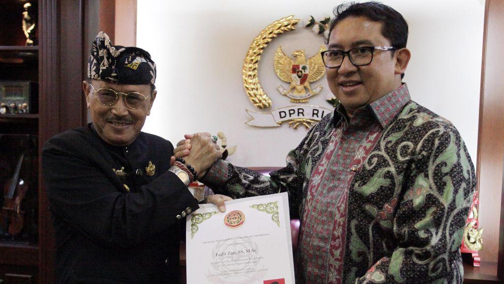 Fadli Zon Terima Penghargaan Puri Agung Negara Jembrana