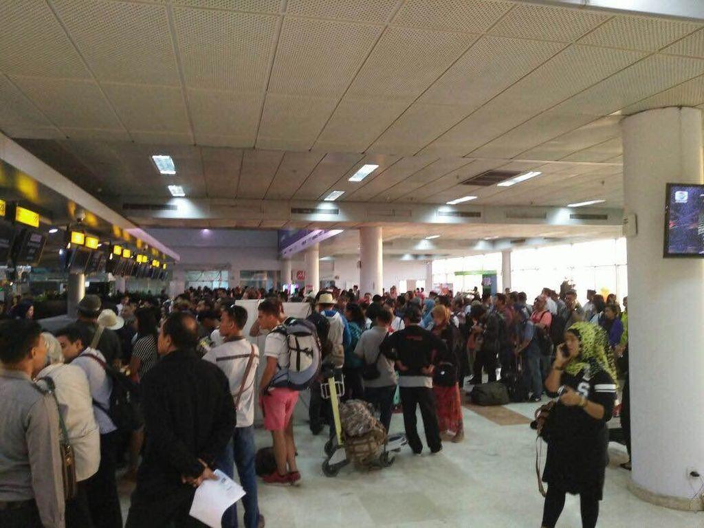 Dampak Abu Rinjani, 29 Penerbangan di Bandara Lombok Dibatalkan Hari Ini