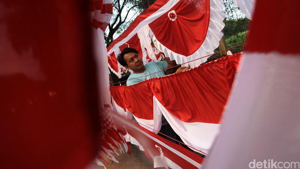 Penjual Bendera Merah Putih Mulai Marak