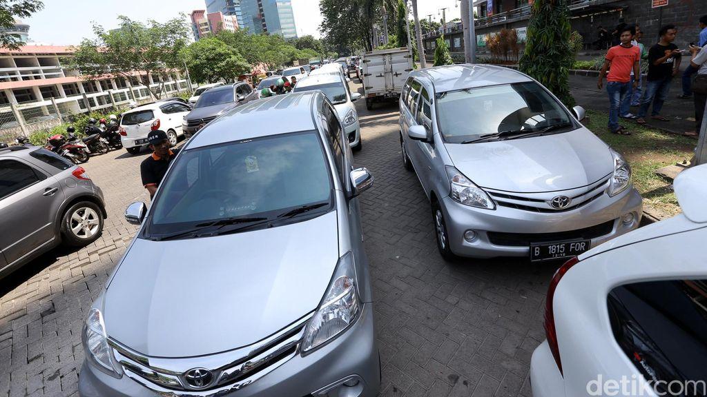 Taksi Online Kian Tak Terbendung, Ini Respons Djarot