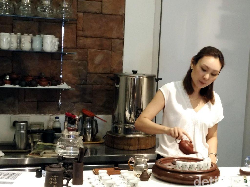 Kelas Wisata Kuliner Menikmati Teh di Singapura