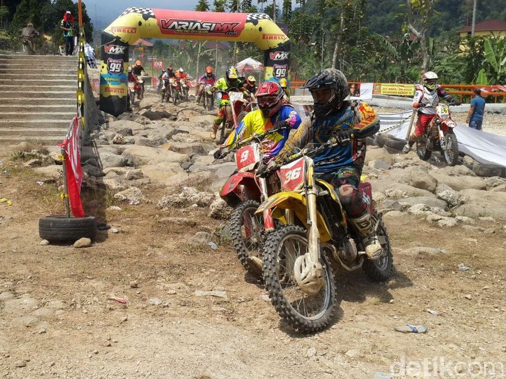 Viar Boyong Lima Tropi di Hard Adventure Endurocross Throttle Warriors