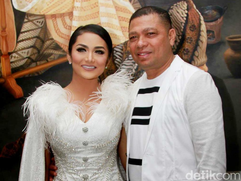 Raul Lemos Ultah, Ciuman Krisdayanti Jadi Sorotan Netizen