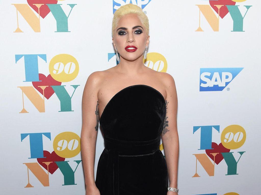 Lady Gaga Ungkap Penderitaan Sakit Kronis