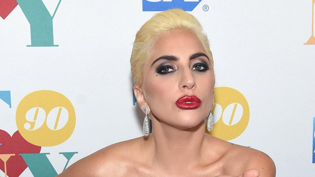 Lady Gaga Protes Donald Trump Jadi Presiden AS di Depan Trump Tower