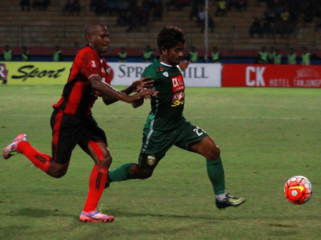 Persipura Bungkam Surabaya United 2-1