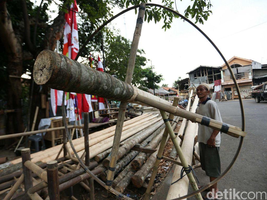 Jelang HUT RI, Pedagang Pohon Pinang Mulai Marak