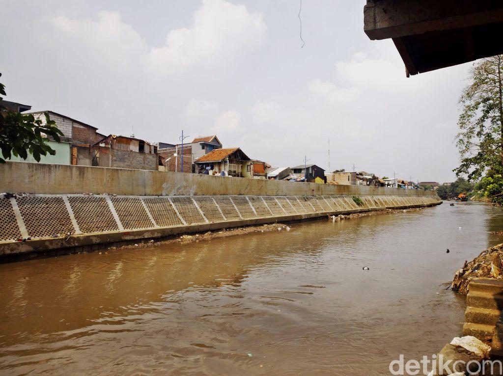 4.989 Rumah di Bogor Buang Tinja dan Sampah ke Sungai Ciliwung