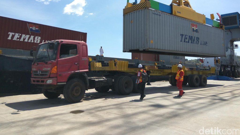 Pelabuhan Malahayati Aceh Bongkar Muar Peti Kemas Perdana