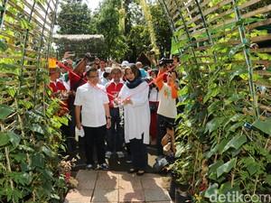 Bupati Anas Dukung Pemanfaatan Lahan Kosong di Perkotaan untuk Berkebun