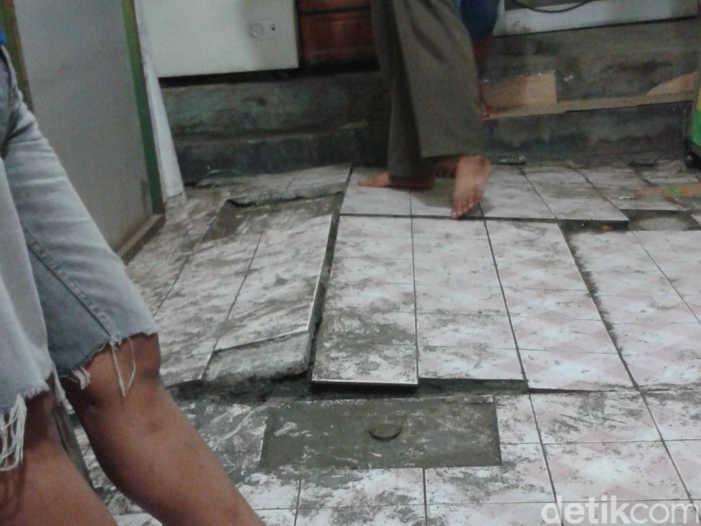 Luapan Lumpur di Dekat Marunda Center Membuat 30 Bangunan Retak-retak