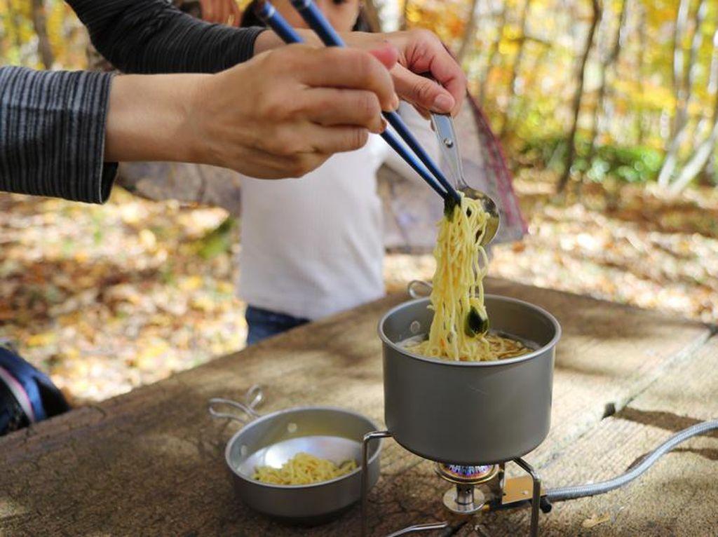 Panci Cup Noodle Terbatas Dijual untuk Rayakan Hari Gunung Pertama di Jepang
